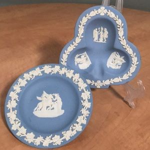 2 small wedgewood jasperware trays